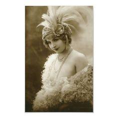 Maud D'Orby, wearing Aigrette - - Photo by Jean Agelou, Paris - La Belle Epoque Retro Vintage, Images Vintage, Vintage Glamour, Looks Vintage, Vintage Love, Vintage Pictures, Vintage Photographs, Vintage Beauty, Belle Epoque