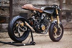 The discovery of new shops and custom bikes is by far the best part of our jobs. Waking up each morning to emails containing virtual goldmines of moto coolness is a privilege, and one that we'll just never tire of..., http://www.pipeburn.com/home/2017/12/06/yamaha-xt600-cafe-racer-london.html