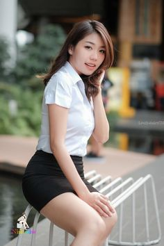 Cute Asian Girls, Cute Girls, Pencil Skirt Work, University Girl, Good Student, Girls Uniforms, Beautiful Asian Women, Asian Woman, Asian Beauty