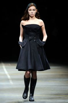 See the complete Yohji Yamamoto Fall 2010 Ready-to-Wear collection.