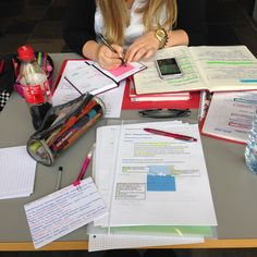 Amei a Coca Cola ali no canto! Studyblr, Zones D'étude, Study Space, Study Desk, Study Organization, Study Pictures, College Survival, University Life, Work Motivation