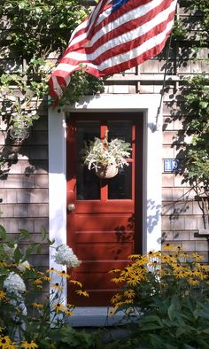 love the red front door. Nantucket Style, Nantucket Island, Nantucket Cottage, Beach Cottage Style, Beach Cottage Decor, Beach House, Happy 4 Of July, Fourth Of July, Black Eyed Susan