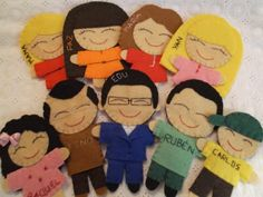 Muñequitos personalizados con las características principales de cada uno y su nombre. Diseñado y realizado por Mi Rincón de Fieltro. Búscame en facebook!!!