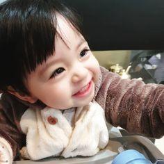 La imagen puede contener: 1 persona, bebé y primer plano Cute Baby Boy, Cute Little Baby, Lil Baby, Little Babies, Little Boys, Cute Kids, Baby Kids, Cute Asian Babies, Korean Babies