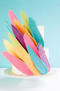Brushstroke Cake - how to make a Kalabasa inspired feather cake using candy melts and everyday tools. Wilton Candy Melts, Cake Decorating Designs, Cake Decorating Techniques, Decorating Tips, Brushstroke Cake, Sequin Cake, Feather Cake, Flower Pot Cake, Frosting Techniques