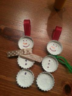 Sneeuwpopjes van bierdoppen