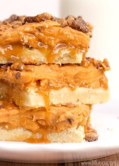 Soft and gooey Butterscotch Caramel Bars - can't go wrong with these guys! { lilluna.com }