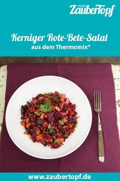 Rote-Bete-Salat aus dem Thermomix® – Foto: Kathrin Knoll Beetroot salad from the Thermomix® – Photo: Kathrin Knoll Roasted Eggplant Dip, Beetroot, Salad Bowls, Ratatouille, Chana Masala, Risotto, Food And Drink, Low Carb, Tasty