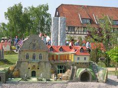 Jagdschloss Spiegelsberg als Miniaturbauwerk.