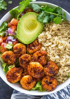Healthy quinoa, avocado, and blackened Cajun shrimp bowls are loaded with flavor and texture. They make a light and fresh lunch or dinner! These shrimp, avocado, and quinoa bowls are my go to when … Clean Eating Snacks, Healthy Snacks, Healthy Eating, Healthy Quinoa Recipes, Quinoa Meals, Eating Habits, Quinoa Dinner Recipes, Eating Raw, Healthy Dishes