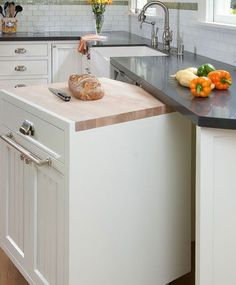 GREAT idea for a small kitchen! Small Kitchen Organizing Ideas - Rolling Cabinet - Click Pic for 42 DIY Kitchen Organization Ideas Tips Kitchen Inspirations, Mobile Home Kitchen, Small Kitchen Island, Small Kitchen, Diy Kitchen Storage, Contemporary Kitchen, Home Kitchens, Tiny House Kitchen, Diy Kitchen