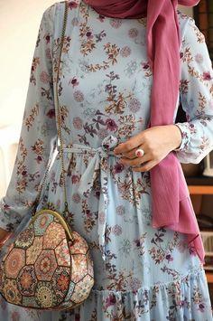 Fancy Dress Design, Stylish Dress Designs, Designs For Dresses, Abaya Fashion, Fashion Dresses, Hijab Evening Dress, Muslim Women Fashion, Hijab Fashionista, Stylish Dresses For Girls