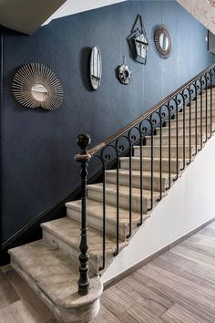 Exterior Stair Railing, Wrought Iron Stair Railing, Stair Railing Design, Staircase Railings, Modern Staircase, Home Room Design, House Design, Staircase Wall Decor, Stair Well