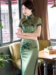 Green chinese dress Woman Silk cheongsam dress Plus size cheongsam Traditional Fashion, Traditional Dresses, Asian Style, Chinese Style, Chinese Dress Cheongsam, Cheongsam Modern, Chinese Clothing, Ao Dai, Asian Fashion