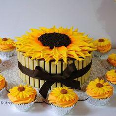 Bolo girassol! #sunflower#sunflowercake#cupcakes#womencake#kitkat#white#bologirassol#flor#amarelo#amocakes#amo#minha#profissao#toronto#canada#sarabarretocakes#birthday#birthdaycake#