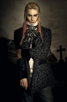 A great example of a male vampire for Costume ideas - not sure where this came from or we would certainly give credit! Vampire Look, Gothic Vampire, Vampire Art, Male Vampire, Gothic Men, Gothic Steampunk, Victorian Gothic Fashion, Gothic Horror, Dark Beauty