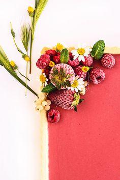 Tarta de fresa, hierbabuena y pimienta rosa