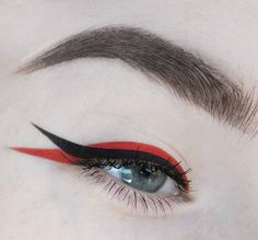 Check out the link to learn more eye makeup tips and tricks tips and tricks 8 Steps To Achieve Perfect Eye Makeup – Makeup Mastery Makeup Eye Looks, Cute Makeup, Pretty Makeup, Skin Makeup, Eyeshadow Makeup, Crazy Eye Makeup, Eye Makeup Art, White Eyeliner, Eyeliner Looks