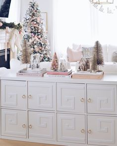 Super pretty white and pink holiday home decor inspiration.