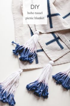 What You'll Want To Hunt For In A Very Do-it-yourself Dwelling Energy Audit Celebrate Summer With The Perfect Diy Boho Picnic Blanket With Dip-Dyed Yarn Tassels Head To For The Full Tutorial And More Easy Projects. Easy Yarn Crafts, Tie Dye Crafts, Diy Crafts, Fabric Crafts, Shibori, Diy Tassel, Tassels, Diy Interior, Diy Inspiration