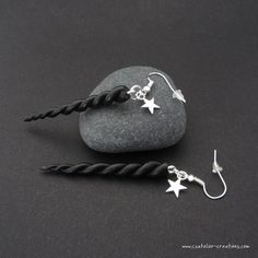 Boucles d'oreilles Cornes de licorne noire en fimo par cs atelier ♥ Polymer clay black unicorn horn earrings