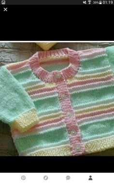 Knitting Patterns Sweter Baby sweater two ajugas Free Baby Sweater Knitting Patterns, Baby Afghan Crochet Patterns, Knitted Baby Cardigan, Knit Baby Sweaters, Knitted Baby Clothes, Knitting Designs, Crochet Baby, Pull Bebe, Kids
