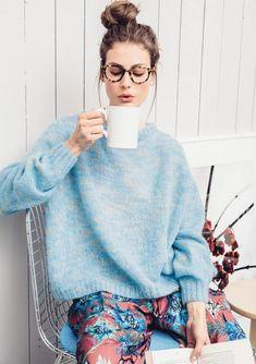 Kosegenser pattern by Sandnes Garn Sweater Knitting Patterns, Clothing Patterns, Diy Fashion, Knitwear, Cardigans, Kimono, Bell Sleeve Top, Sweaters For Women, Model