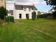 3 BEDROOM VILLAGE CENTRE HOUSE WITH LARGE GARDEN. POTENTIAL PERMANENT OR SECOND HOME. ACCESSIBLE TO THE BEACHES OF SOUTHERN BRITTANY.  €102,600/£82,413