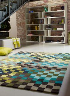 Tapis PIXEL bleu de la collection Esprit. Qualité et design Esprit Home pour ce modèle de tapis moderne aux motifs « pixels ». Les couleurs sont harmonieuses et illumineront votre espace de vie. 7 dimensions disponibles (dont un modèle carré) et 3 autres couleurs : marron, rose et orange #tapis #unamourdetapis #tapisdeco #deco #decor #decoration #inspirationdeco #interieur #accessoiredeco #ideedeco #tapismoderne #design #esprit #esprithome #pixel #bleu