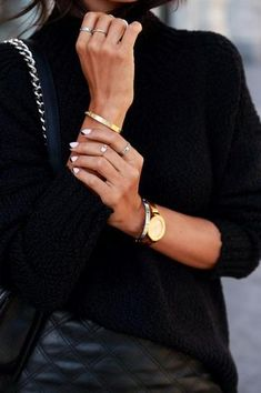 25 reasons you can (and should) mix gold and silver accessories. // Minimal style. Gold watch + silver rings