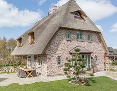 Ob 100 Jahre alter Bauernhof oder modernes Einfamilienhaus: Fassadenverkleidungen aus Stein haben sich vielfach bewährt und passen zu jedem Gebäudetyp.