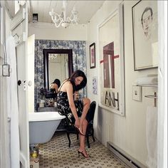 Dans la salle de bain aussi ! Simon Upton - artwork on wall