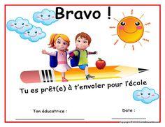 Graduation Crafts, Kindergarten Graduation, Play School Activities, Home Daycare, Diy For Kids, Family Guy, Classroom, Teaching, Children