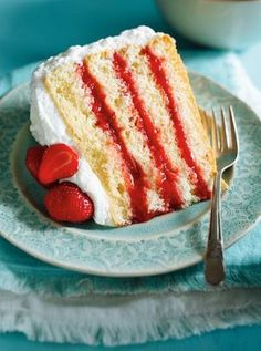 Strawberry Rhubarb Layer Cake and Compote Healthy Dessert Recipes, Delicious Desserts, Yummy Food, Fruit Recipes, Cosmetology Cake, Ricardo Recipe, Cream Puff Recipe, Layer Cake Recipes, Layer Cakes