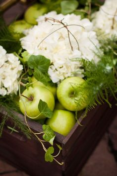 Green apples and white hydrangea - I love love love this decor for the kitchen.