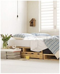 another pallet bed (via Pinterest)