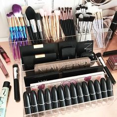 My must have combo 1 x VC Storage Tray and VC Brush Holder. Here we've used 2 x Brush holders - coz why not . Find both items on our website. Link on our website and CHEERS to a awesome weekend ahead Combination Skin Care Routine, Rangement Makeup, Make Makeup, Makeup Stuff, Makeup Set, Skin Care Routine 30s, Black Skin Care, Care Organization, Makeup Brush Holders
