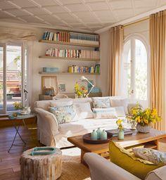 Salón decorado con pequeños detalles en azul y amarillo