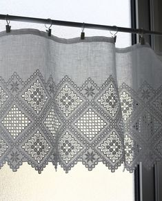 Hardanger Embroidery, Paper Embroidery, Cross Stitch Embroidery, Crochet Doily Patterns, Crochet Doilies, Sewing Pants, Drawn Thread, Point Lace, Brazilian Embroidery