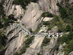 Turismo extremo: la Montaña Amarilla, en China