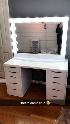 Hollywood Iconic® Pro Vanity Mirror – Impressions Vanity Co. – J'Cara Denmark – Audioroom Vanity Room, Vanity Decor, Makeup Vanity Desk, Teen Vanity, White Makeup Vanity, White Vanity, Makeup Room Decor, Makeup Rooms, Room Ideas Bedroom