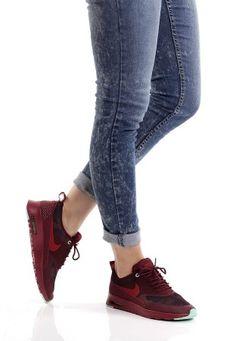 Nike Thea Marron