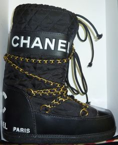 Snow boots Chanel from the 90'