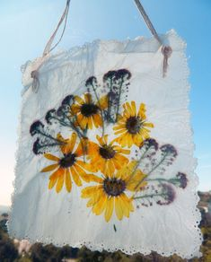 Wax paper pressed flowers just like back in school. I had forgotten about thi Wax paper pressed flow Arts And Crafts, Crafts For Kids, Diy Crafts, Dried Flowers, Paper Flowers, Wax Paper Crafts, Paper Press, Diy Wax, In Natura