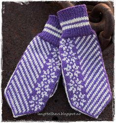 Ravelry: Stjernevotten pattern by Jorunn Jakobsen Pedersen Mittens Pattern, Knit Mittens, Mitten Gloves, Knitting Charts, Free Knitting, Knitting Patterns, Craft Patterns, Creative Inspiration, Ravelry