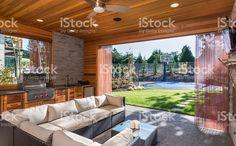 Luksusowy z grilla i zakryte patio, zlew zbiór zdjęć royalty-free