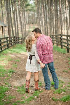 <3 <3 ADD diy www.customweddingprintables.com #customweddingprintables... Engagement Picture