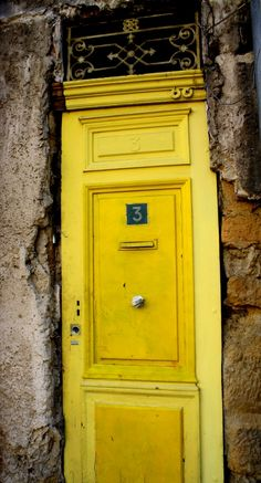 La porte jaune, Paris The yellow door - gorgeous!