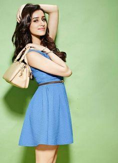 Movie Time in Mumbai, Mahārāshtra Indian Celebrities, Bollywood Celebrities, Beautiful Celebrities, Beautiful Bollywood Actress, Beautiful Indian Actress, Bollywood Stars, Bollywood Fashion, Bollywood Images, Shraddha Kapoor Cute