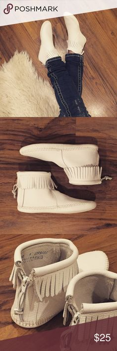 White Minnetonka Fringe Booties Pure comfort in a timeless-meets-modern bootie style.  For an almost-barefoot feel, try these popular softsole boots. The highest-quality leather cushions your soles and feet in velvety softness. Just enough fringe circles these ankle boots for a pop of detailing on a sleek silhouette. The modern back zipper makes it easy to take these moccasin boots off and on so you can hit the trail for your next adventure. Little to no wear, excellent condition. Women's…
